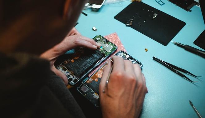 Peluang usaha service gadget